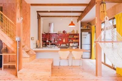 【継承リノベーション】想い出BOX~おじいさまから譲り受けた木造の家、思い出を繋いでいく住まい~ (リビングダイニング)