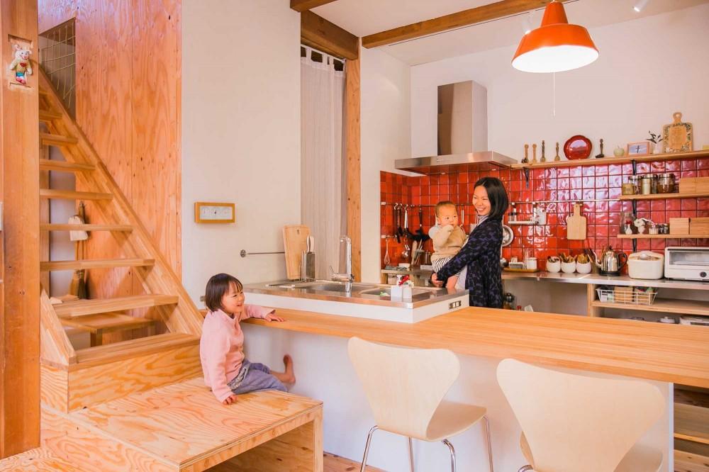 キッチン (【継承リノベーション】想い出BOX~おじいさまから譲り受けた木造の家、思い出を繋いでいく住まい~)