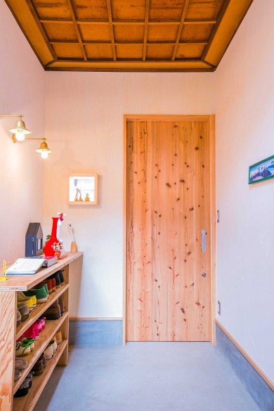 玄関 (【継承リノベーション】想い出BOX~おじいさまから譲り受けた木造の家、思い出を繋いでいく住まい~)