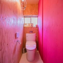 【継承リノベーション】想い出BOX~おじいさまから譲り受けた木造の家、思い出を繋いでいく住まい~ (トイレ)