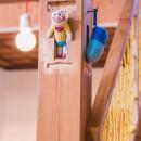 【継承リノベーション】想い出BOX~おじいさまから譲り受けた木造の家、思い出を繋いでいく住まい~の写真 どうしても取れない柱