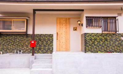 【継承リノベーション】想い出BOX~おじいさまから譲り受けた木造の家、思い出を繋いでいく住まい~ (玄関)