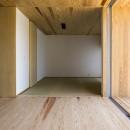 castor/単純な大屋根形状に普遍的な間取りを、立体的断面形状で組み込んでみる。の写真 和室