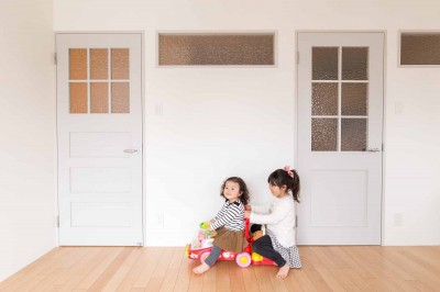 子供部屋 (Cornice~朝の自然採光、夜の間接照明。時間の移ろいを楽しむ住まい~)