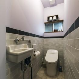 タイルが印象的なトイレ (各務原市 N様邸|enjoy weekend!)