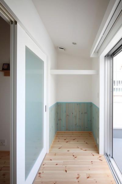 2階のサンルーム (築80年の長屋を「碧の家 」に)