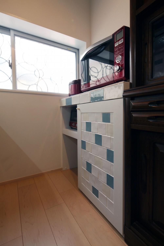築80年の長屋を「碧の家 」に (キッチンの造作棚)