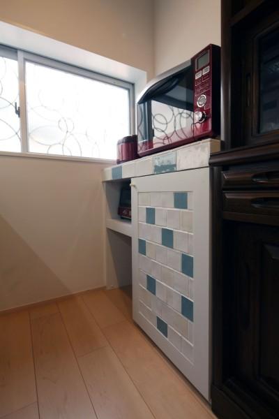 キッチンの造作棚 (築80年の長屋を「碧の家 」に)