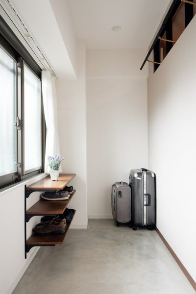 土間 (プロの声に耳を傾けた、インダストリアルな空間に北欧家具が並ぶモダンなインテリア。)