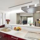 空気環境にこだわったクラシカルモダンな空間の写真 キッチン