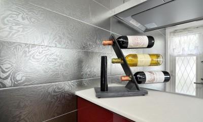 空気環境にこだわったクラシカルモダンな空間 (キッチン壁面)