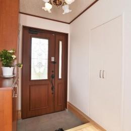 空気環境にこだわったクラシカルモダンな空間 (玄関)