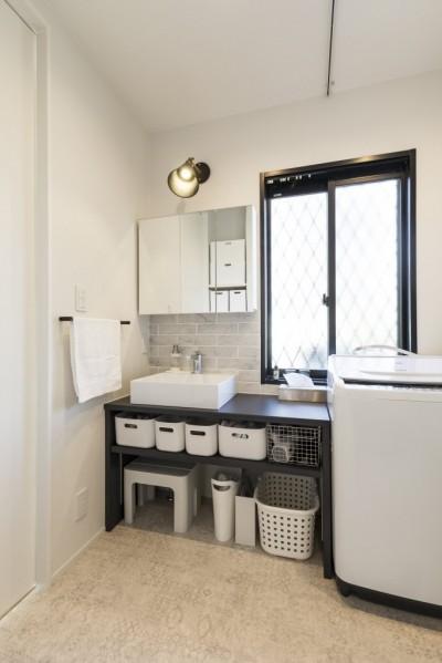 洗面脱衣室 (岐阜市 A様邸|Achromatic color -生活を通して毎日が色づく家-)