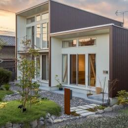 3-BOX 1800万円の家 (庭と外観)