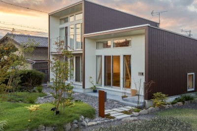 庭と外観 (3-BOX 1800万円の家)