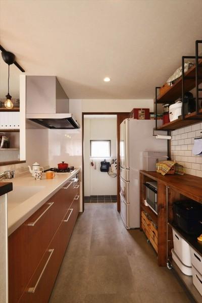 キッチン収納 (生まれ変わったアパートメント)