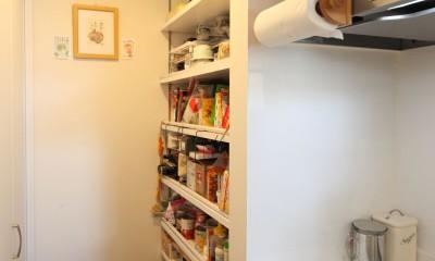 Anfield -レイソルサポーターが柏に建てた素焼きレンガの家- (キッチン収納)