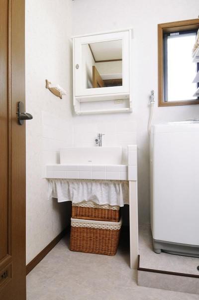 洗面室 (子供部屋を増築 のびやかに成長できる空間)