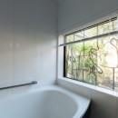 古民家移築のゲストルームを住宅に/歴梁の写真 浴室