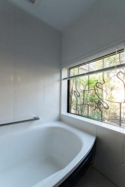 浴室 (古民家移築のゲストルームを住宅に/歴梁)