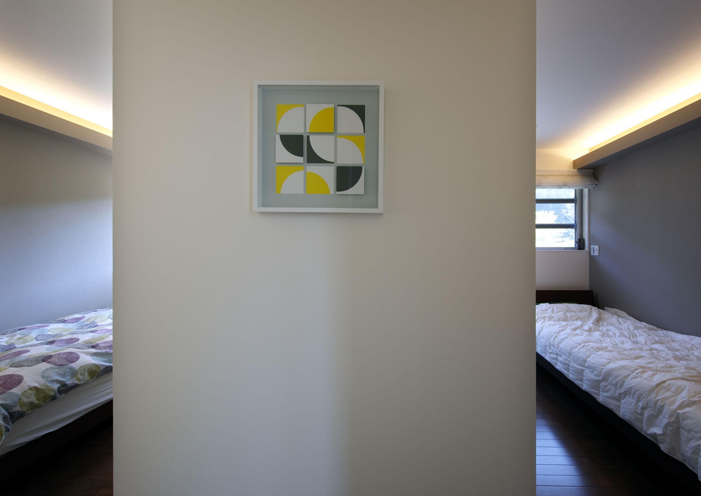 ベッドルーム事例:寝室(元山城に建つドックランのある家 -滋賀の家-)