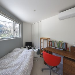 元山城に建つドックランのある家 -滋賀の家- (ベッドルーム)