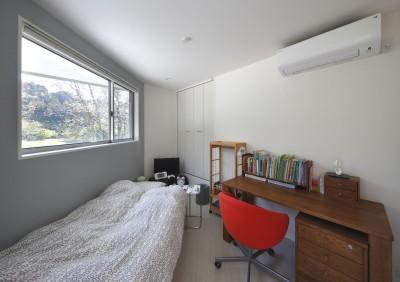 ベッドルーム (元山城に建つドックランのある家 -滋賀の家-)