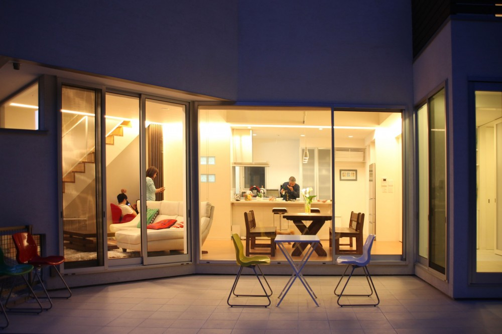 元山城に建つドックランのある家 -滋賀の家- (夕景)