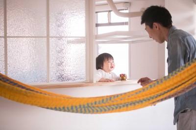 内窓(子供部屋とリビングの間) (nap.~ついお昼寝をしたくなる、光と風が心地よい住まい~)