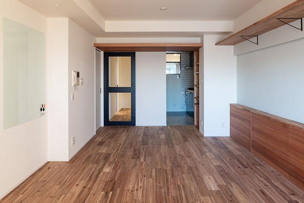 風窓の家 (入口扉とキッチンの風窓)