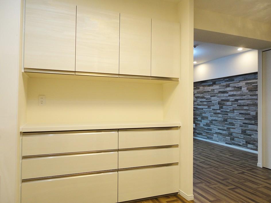 キッチン事例:キッチン(石壁のインテリアウォール)