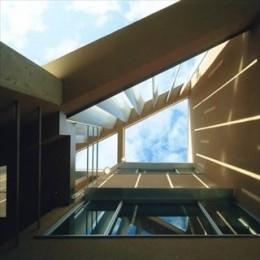 風と光とプライバシーをコントロール|松ケ鼻町の家 (吹き抜け)