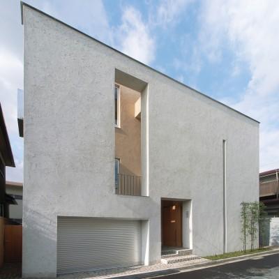 二世帯を繋げる中庭 二世帯の中庭のある家へリノベーション (外観)