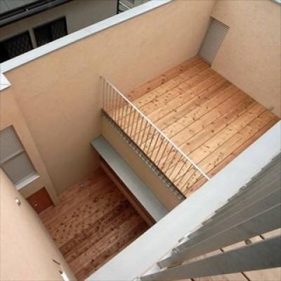 テラス (二世帯を繋げる中庭|二世帯の中庭のある家へリノベーション)
