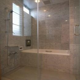 二世帯住宅リノベーション|新金岡の家 (開放的なバスルーム)