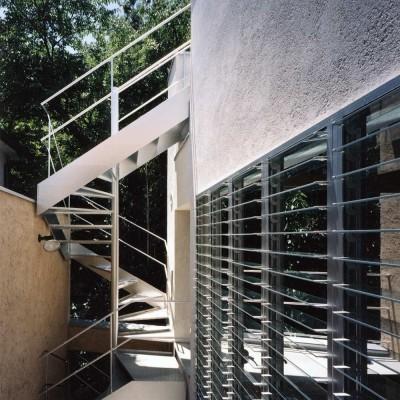 外観 (ホタルの棲む竹薮と共生 - 中庭のある15坪の狭小住宅|春日町の家)