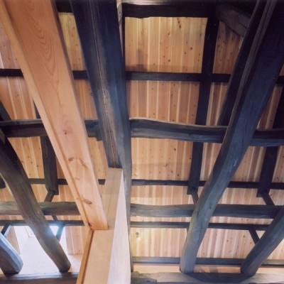 天井 (土間のある家| 500年目の大修理、旧家リノベーション)