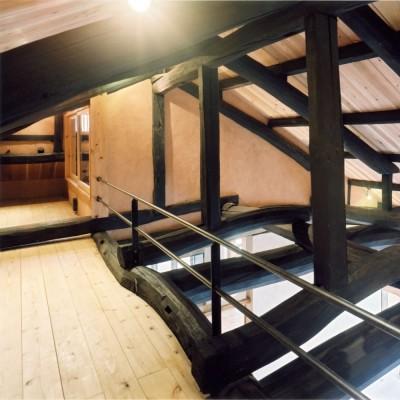 ロフト (土間のある家| 500年目の大修理、旧家リノベーション)