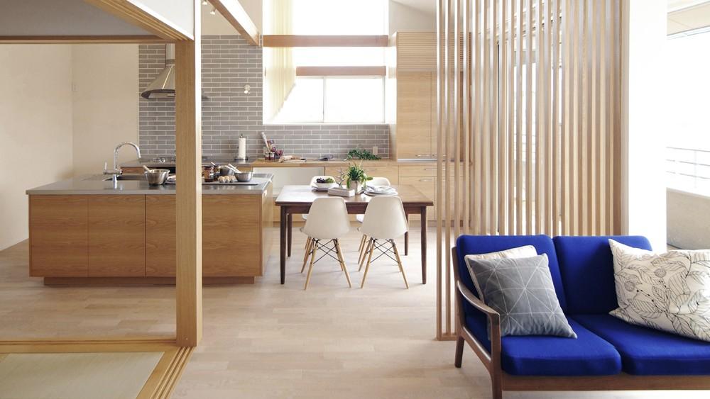 キッチンスタジオのある家 (大人数で調理できるキッチン)