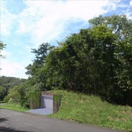 生駒の家|山のリゾート地に開かれたプライベートな週末の家 (ガレージ)