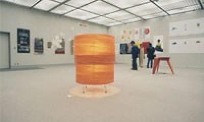 肥松単板のあかり 杢 -Translucent:時の記憶 (京都デザイン大賞コンペ 1999 での展示風景.)