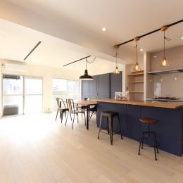 色のコントラストが美しい家