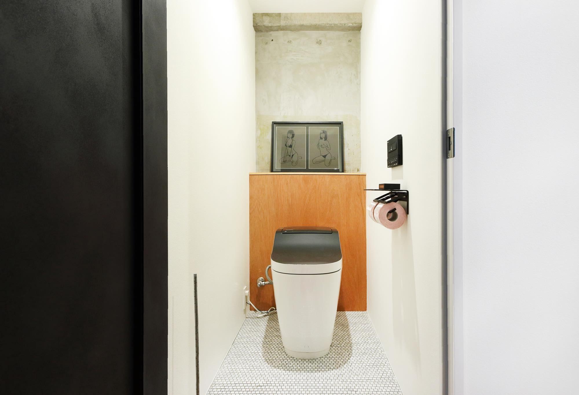 バス/トイレ事例:トイレ(ディスプレイのような土間)