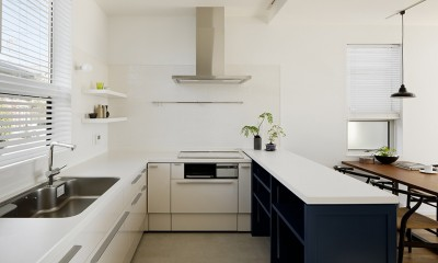 間窓の家 - ギャラリーのある暮らし (キッチン)