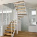 間窓の家 - ギャラリーのある暮らしの写真 階段