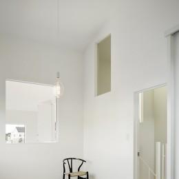間窓の家 - ギャラリーのある暮らし (寝室2)