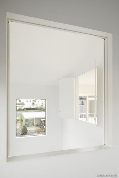 寝室2 室内窓 (間窓の家 - ギャラリーのある暮らし)