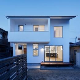 間窓の家 - ギャラリーのある暮らし (夜景の外観)