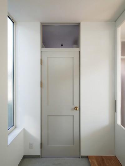 玄関ホール (間窓の家 - ギャラリーのある暮らし)