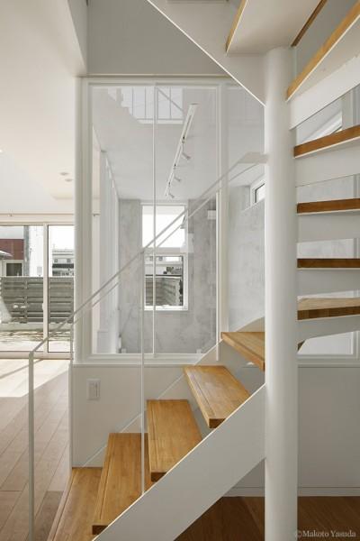 階段 ギャラリー (間窓の家 - ギャラリーのある暮らし)
